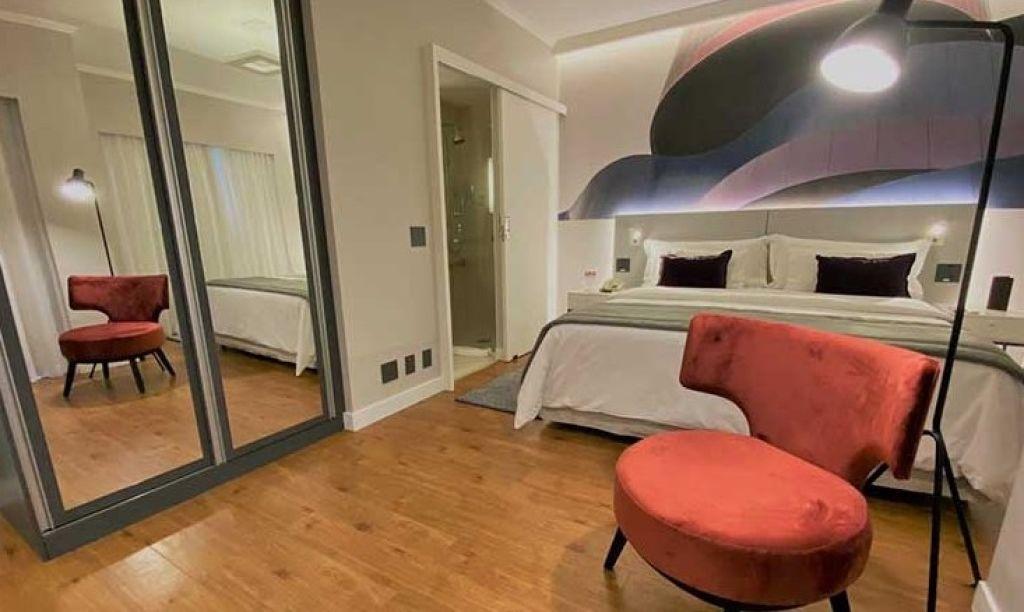 Flat de 2 dormitórios em Itaim, São Paulo - SP