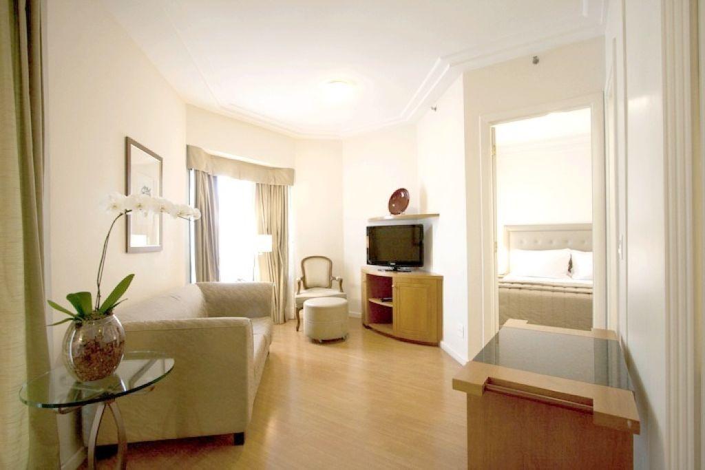 Flat de 2 dormitórios à venda em Vila Nova Conceição, São Paulo - SP