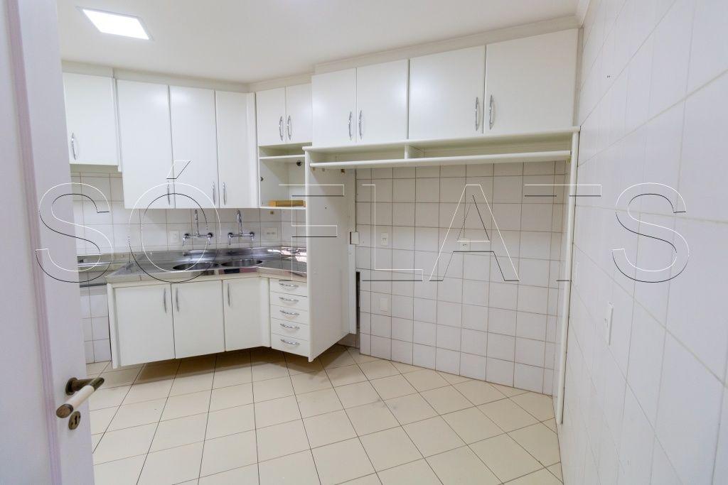 Flat de 3 dormitórios em Moema, São Paulo - SP