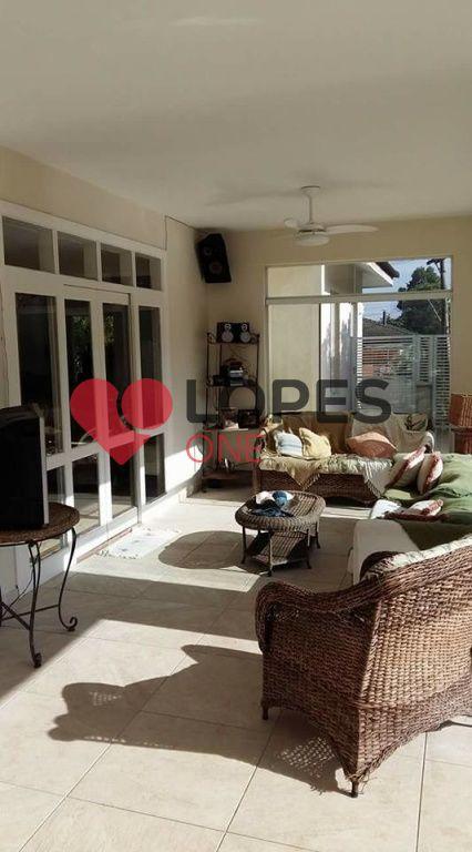 Excelente casa de condomínio em Alphaville com fino acabamento , conforto, requinte e lazer.
