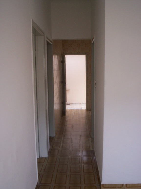 Corredor interno do casa geminada com 2 dormitórios em GUILHERMINA - PRAIA GRANDE