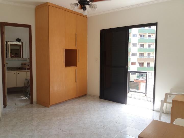 Suíte do apartamento com 2 dormitórios em TUPI - PRAIA GRANDE