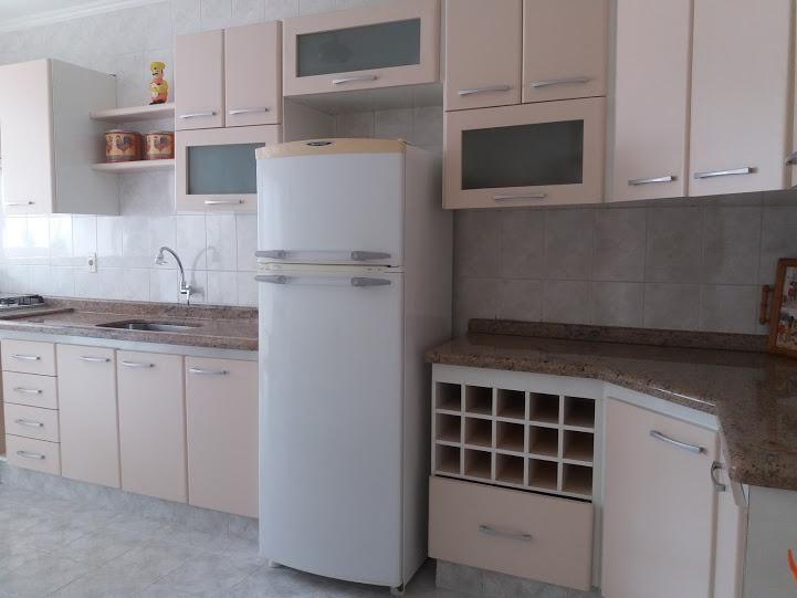 Cozinha do apartamento com 2 dormitórios em TUPI - PRAIA GRANDE