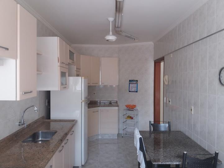 Cozinha ang 02 do apartamento com 2 dormitórios em TUPI - PRAIA GRANDE