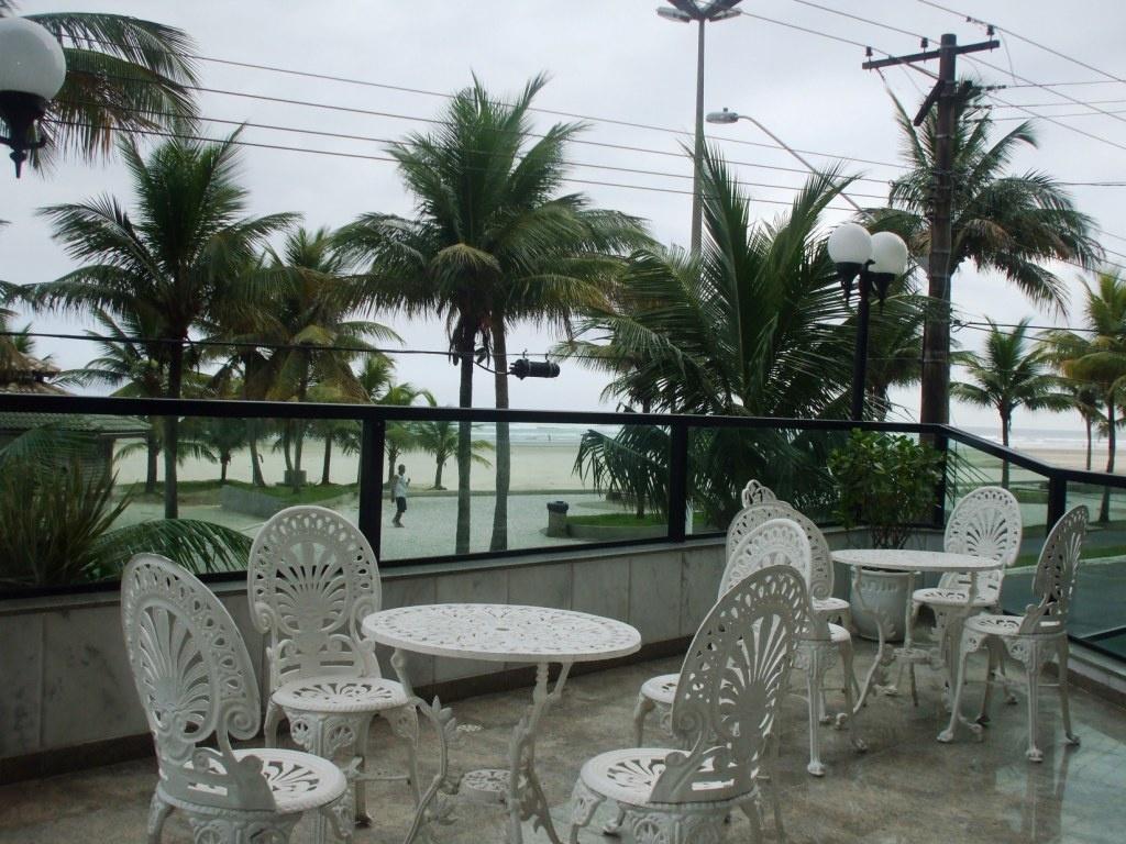 Vista da piscina do apartamento com 3 dormitórios em AVIAÇÃO - PRAIA GRANDE