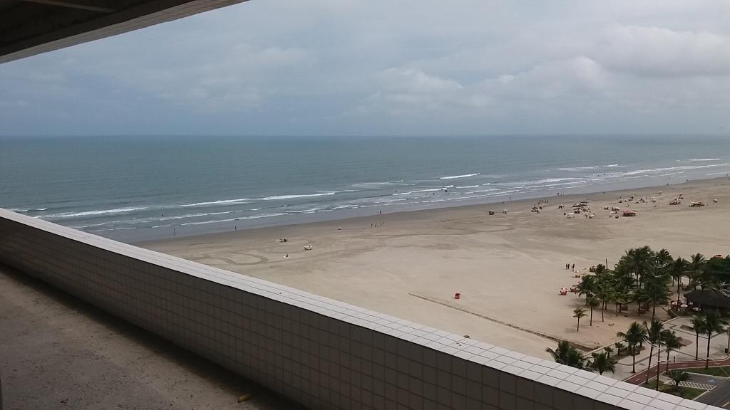 Sacada do apartamento com 2 dormitórios em Campo da Aviação - Praia Grande