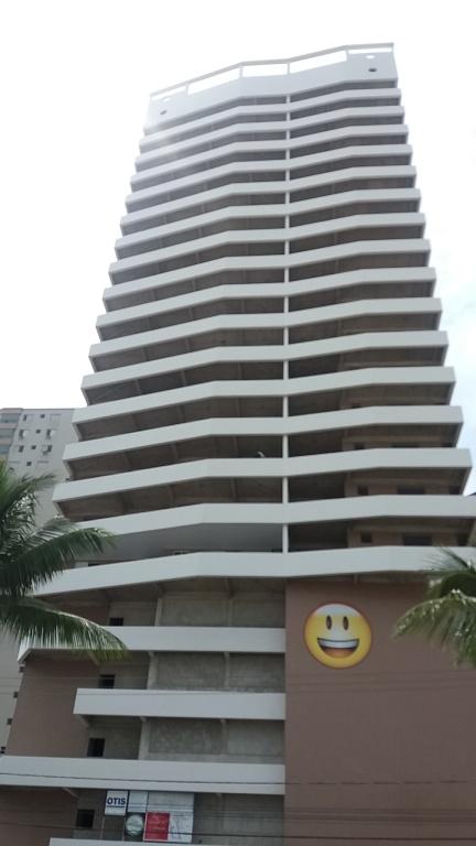 Fachada do apartamento com 2 dormitórios em AVIAÇÃO - PRAIA GRANDE