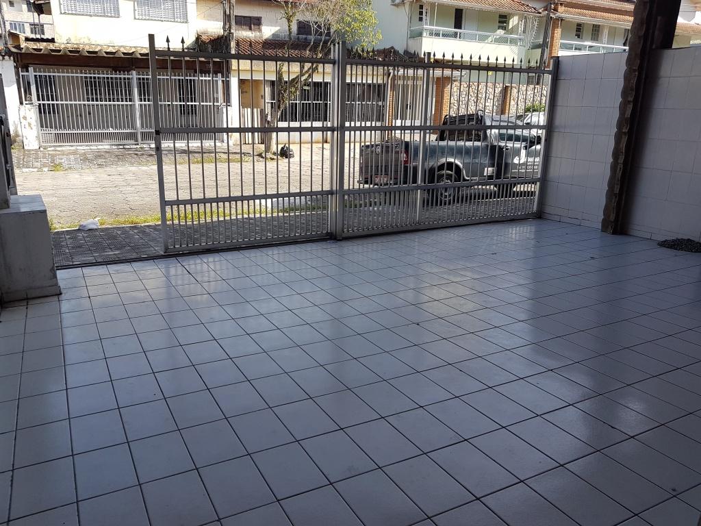 Garagem do casa geminada com 2 dormitórios em CANTO DO FORTE - PRAIA GRANDE