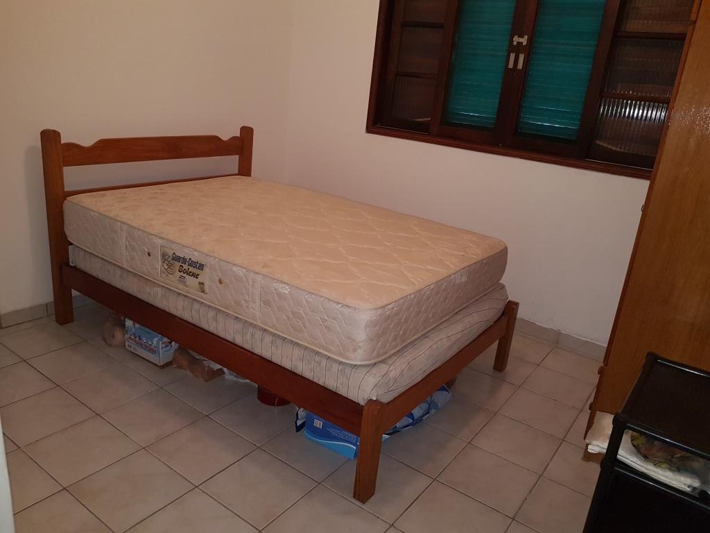 Suíte do casa geminada com 2 dormitórios em CANTO DO FORTE - PRAIA GRANDE