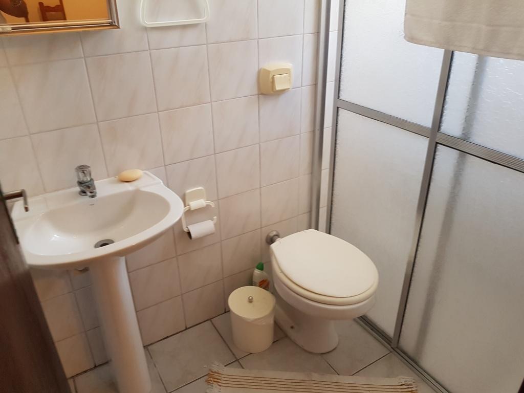 WC suíte do casa geminada com 2 dormitórios em CANTO DO FORTE - PRAIA GRANDE