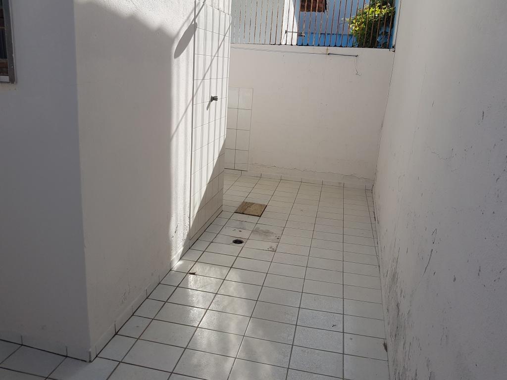Fundo do casa geminada com 2 dormitórios em CANTO DO FORTE - PRAIA GRANDE