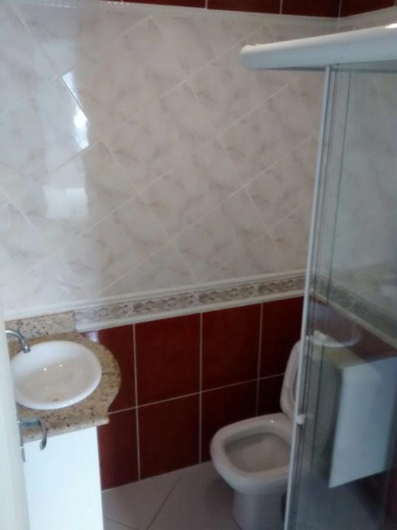 Banheiro Suíte do apartamento com 2 dormitórios em CANTO DO FORTE - PRAIA GRANDE