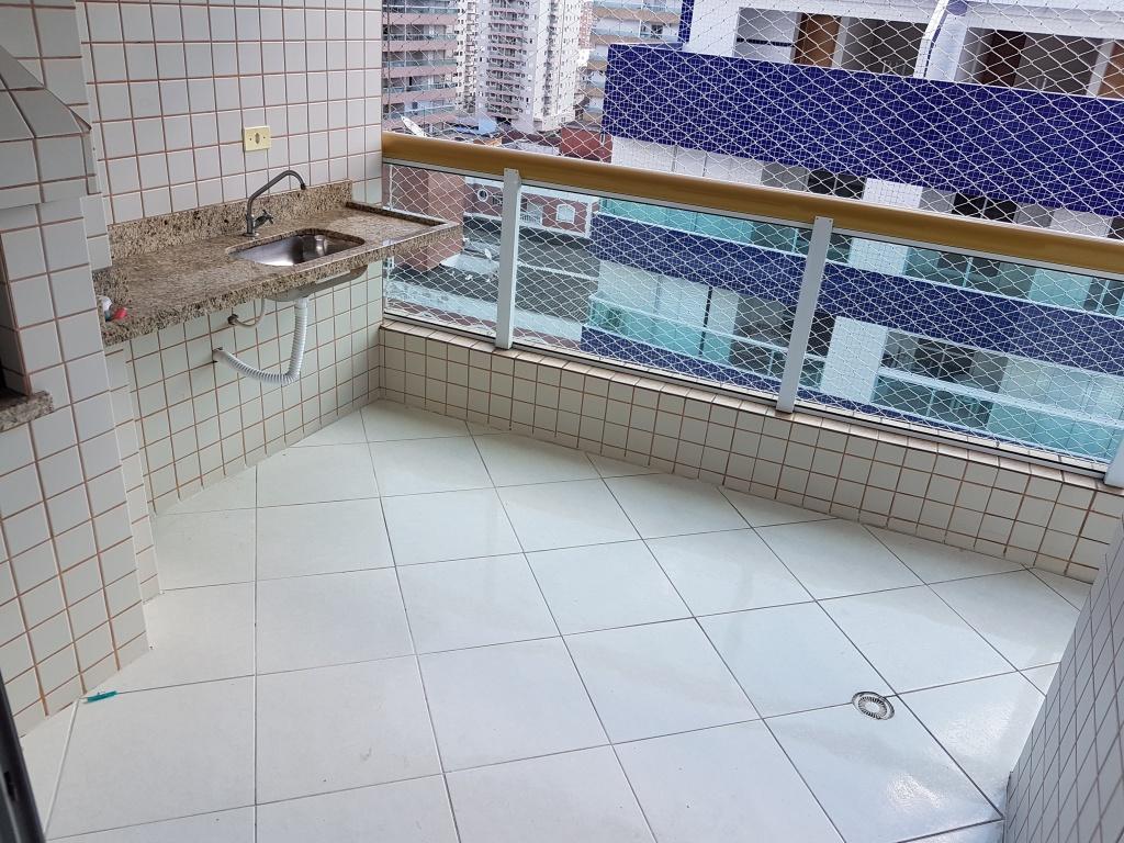 Sacada da sala do apartamento com 2 dormitórios em TUPI - PRAIA GRANDE