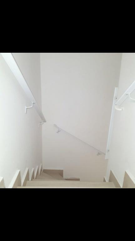 Escada do condomínio fechado com 2 dormitórios em TUPI - PRAIA GRANDE