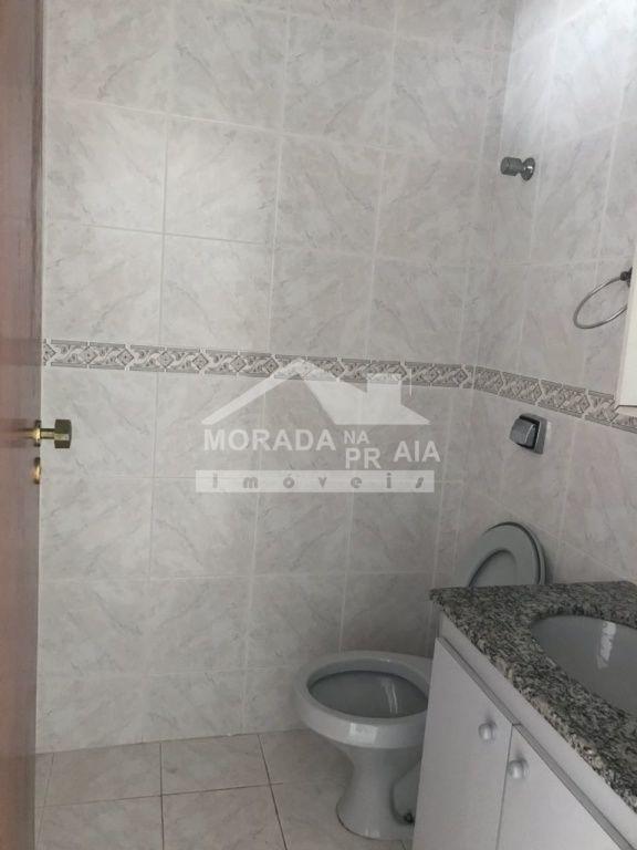 Banheiro da suite do apartamento com 2 dormitórios em CANTO DO FORTE - PRAIA GRANDE