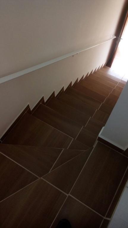 Escada do condomínio fechado com 2 dormitórios em Jardim Melvi - Praia Grande