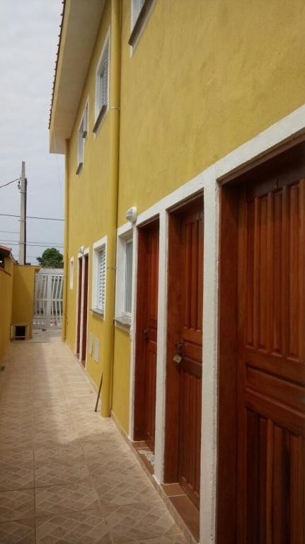Corredor ang 02 do condomínio fechado com 2 dormitórios em Jardim Melvi - Praia Grande