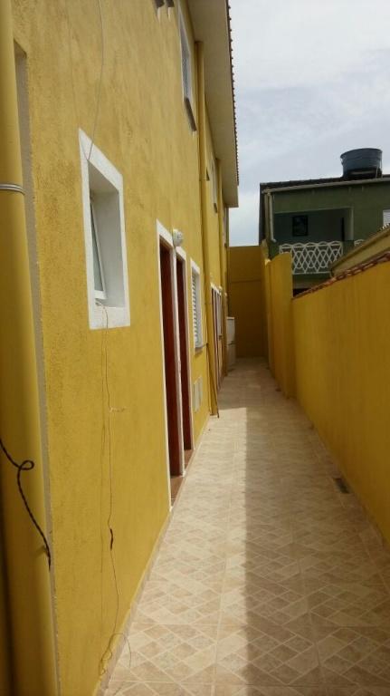 Corredor ang 03 do condomínio fechado com 2 dormitórios em Jardim Melvi - Praia Grande