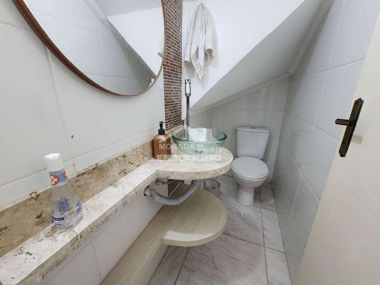 Corredor do condomínio fechado com 2 dormitórios em GUILHERMINA - PRAIA GRANDE