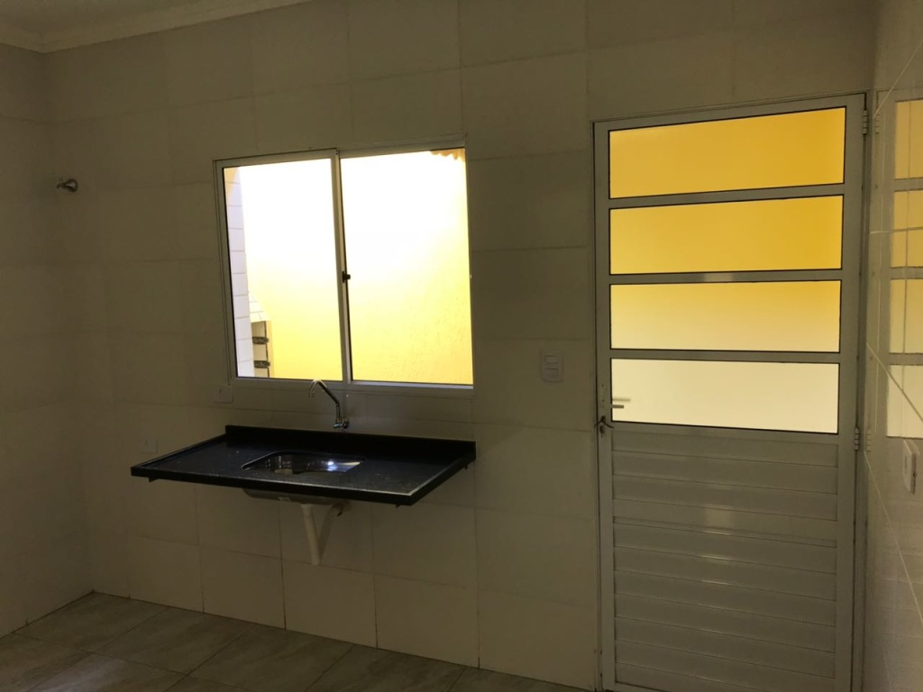 Cozinha do condomínio fechado com 2 dormitórios em TUDE BASTOS - PRAIA GRANDE