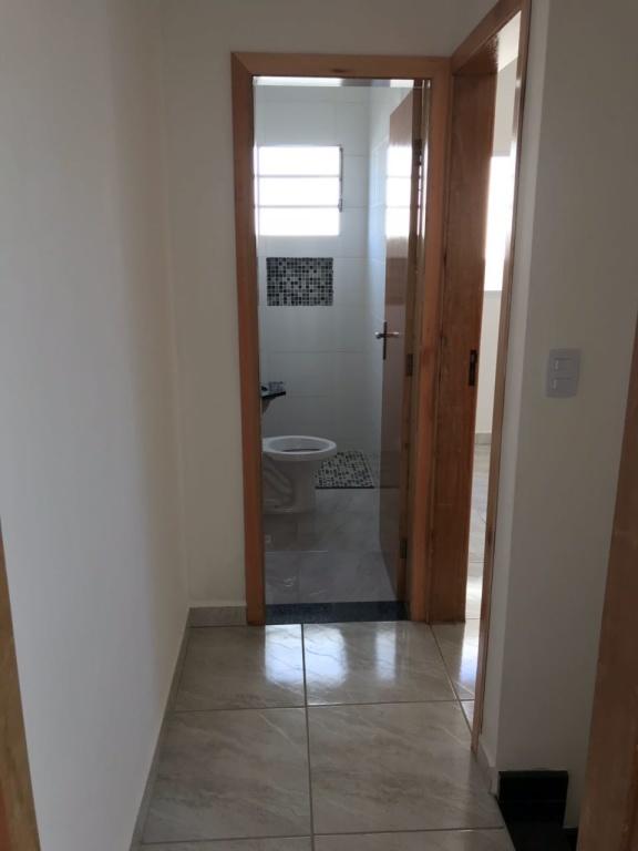Corredor interno do condomínio fechado com 2 dormitórios em TUDE BASTOS - PRAIA GRANDE