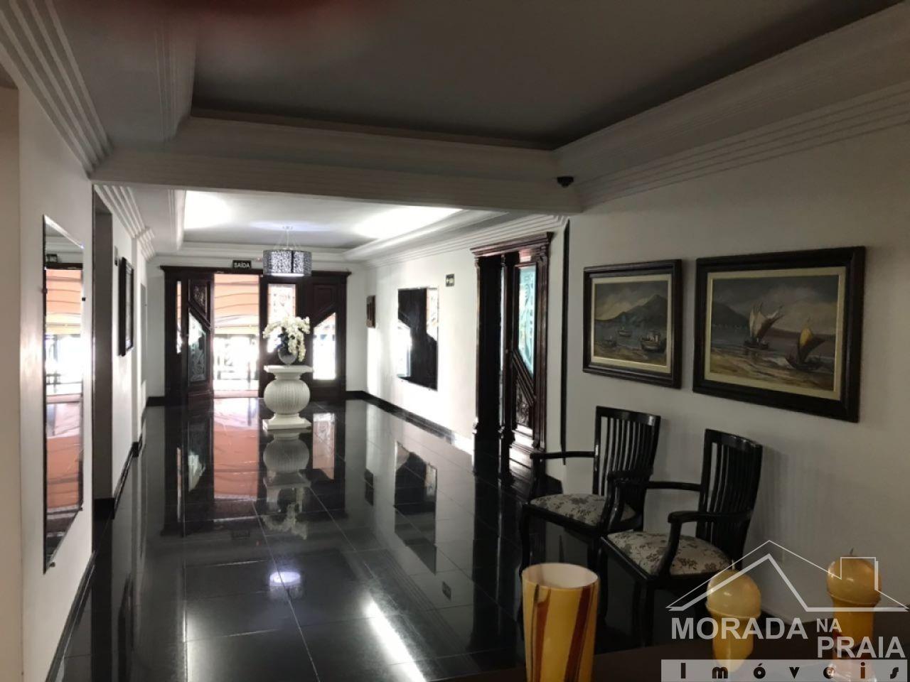 Hall de entrada do apartamento com 2 dormitórios em CANTO DO FORTE - PRAIA GRANDE