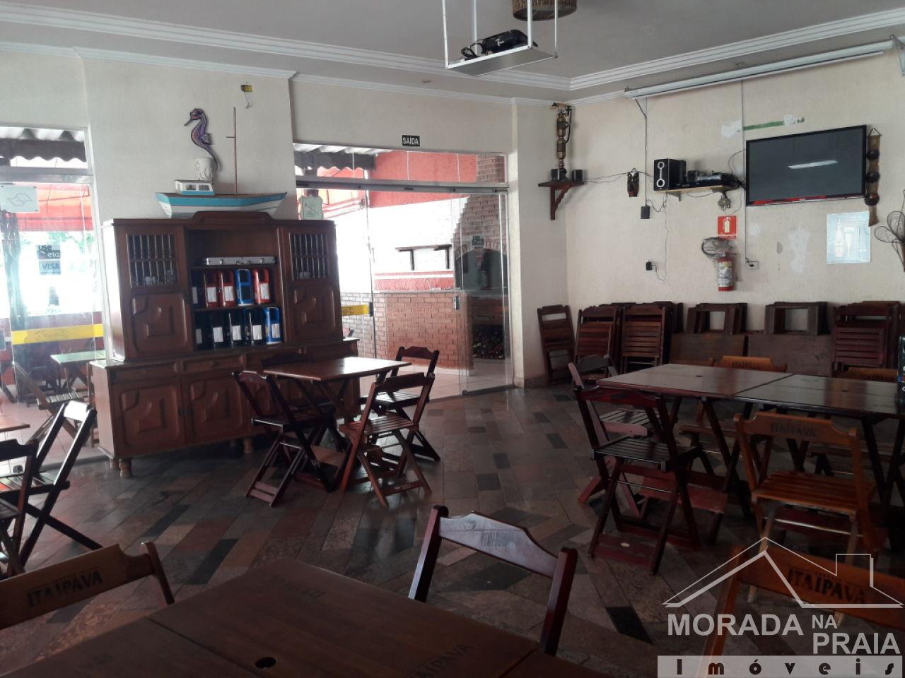 Salão interno do comércio com  dormitórios em Canto do Forte - Praia Grande