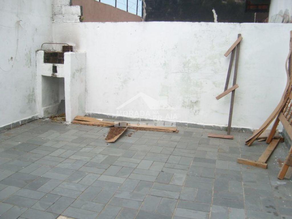 Quintal aos fundos do casa geminada com 2 dormitórios em CAIÇARA - PRAIA GRANDE