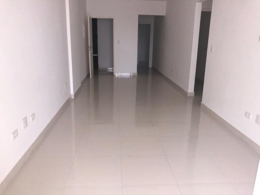 Sala de estar do apartamento com 3 dormitórios em Vila Guilhermina - Praia Grande
