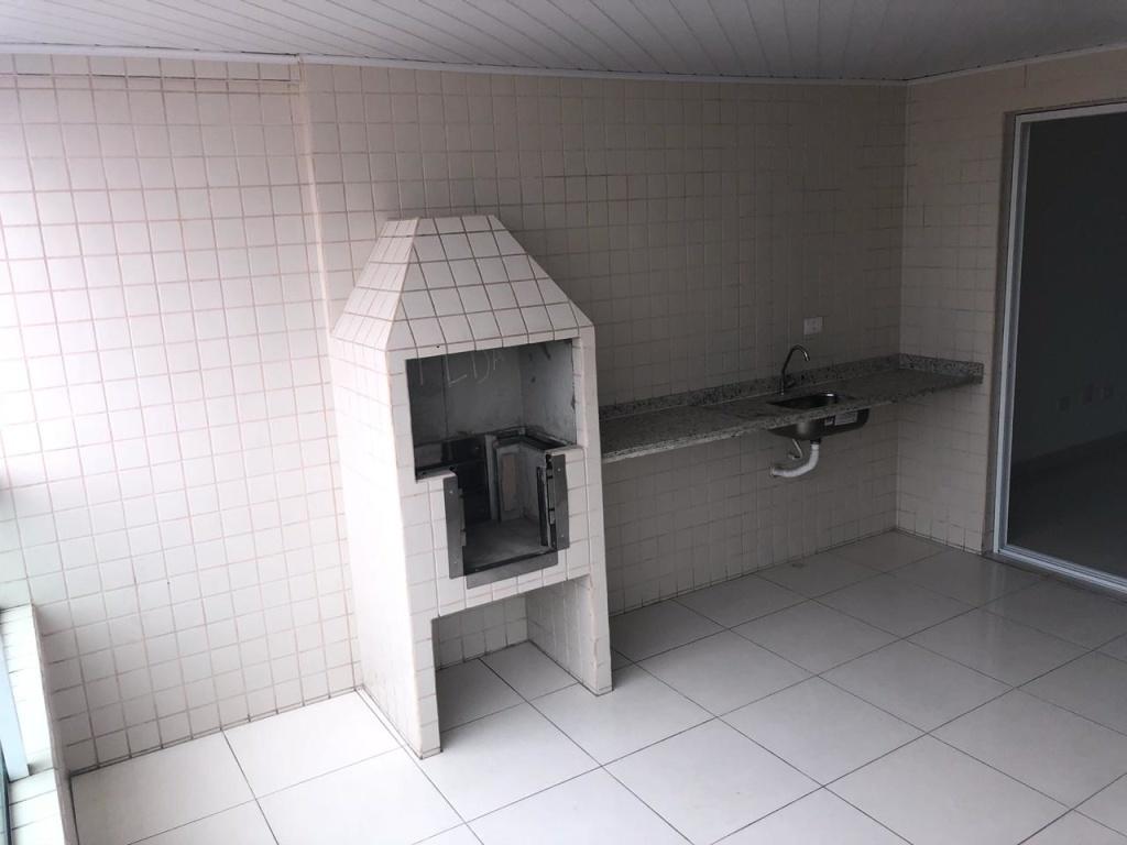 Churrasqueira e pia da sacada do apartamento com 3 dormitórios em Vila Guilhermina - Praia Grande