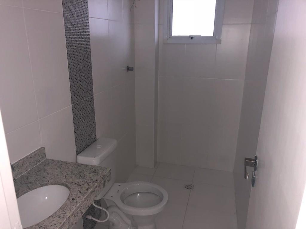 w/c do apartamento com 3 dormitórios em Vila Guilhermina - Praia Grande
