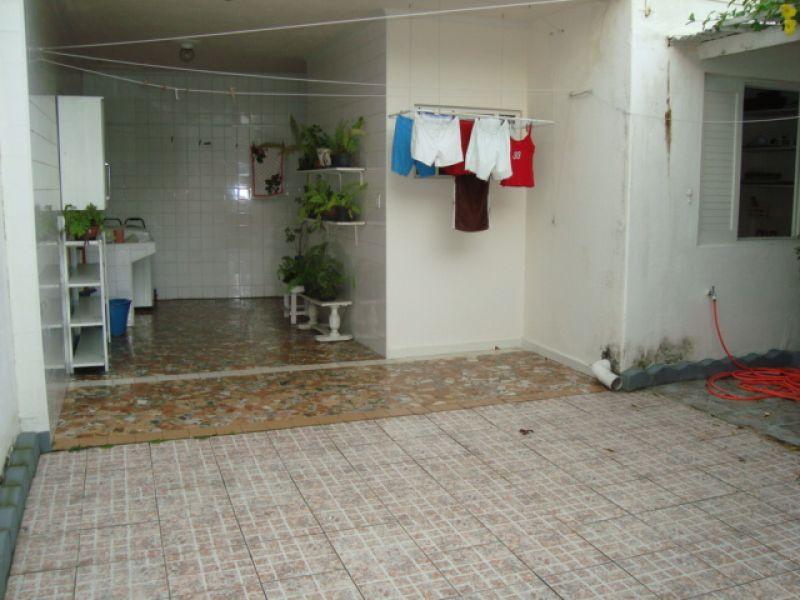 Quintal e edícula  do casa geminada com 3 dormitórios em GUILHERMINA - PRAIA GRANDE