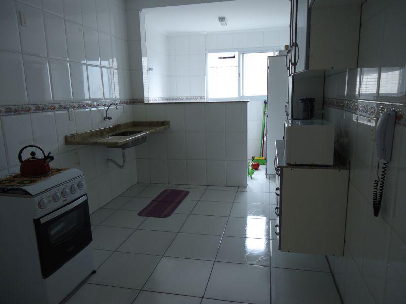 Cozinha do apartamento com 3 dormitórios em GUILHERMINA - PRAIA GRANDE