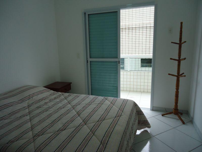 Dormitório 01 do apartamento com 3 dormitórios em GUILHERMINA - PRAIA GRANDE