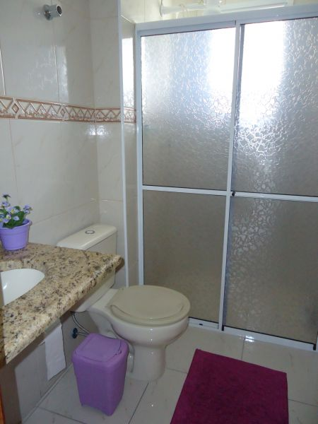 WC social do apartamento com 3 dormitórios em GUILHERMINA - PRAIA GRANDE