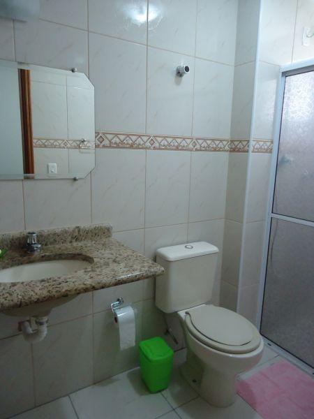 WC suíte do apartamento com 3 dormitórios em GUILHERMINA - PRAIA GRANDE