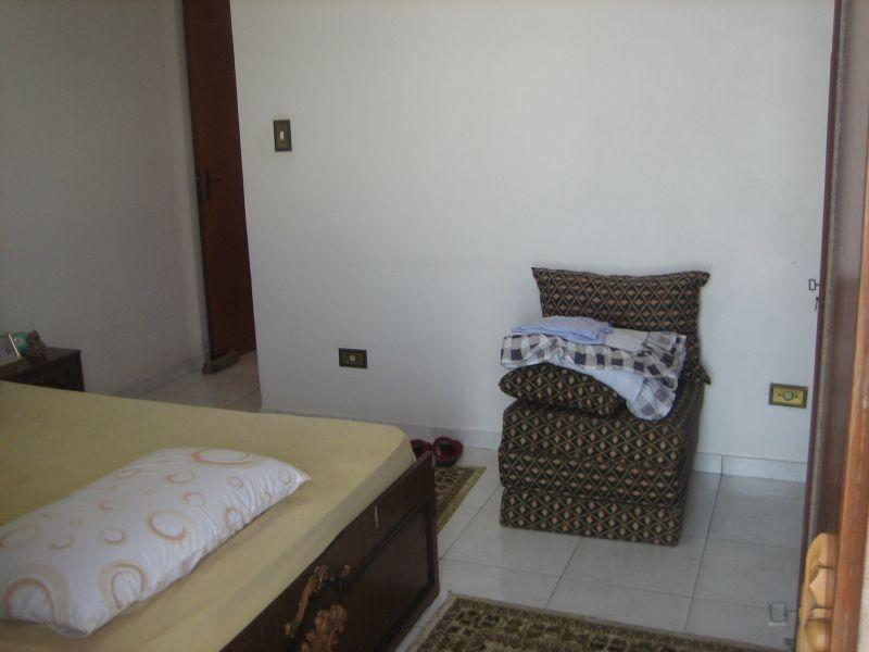 Suíte do apartamento com 2 dormitórios em GUILHERMINA - PRAIA GRANDE