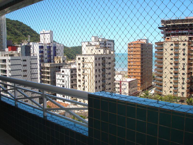 Sacada da sala do apartamento com 2 dormitórios em CANTO DO FORTE - PRAIA GRANDE
