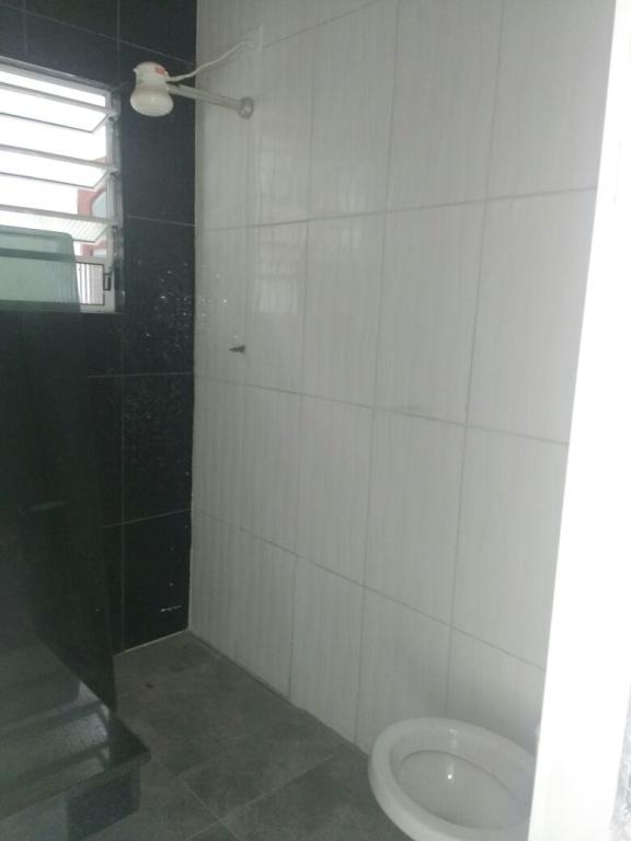 WC social do casa geminada com 2 dormitórios em AVIAÇÃO - PRAIA GRANDE
