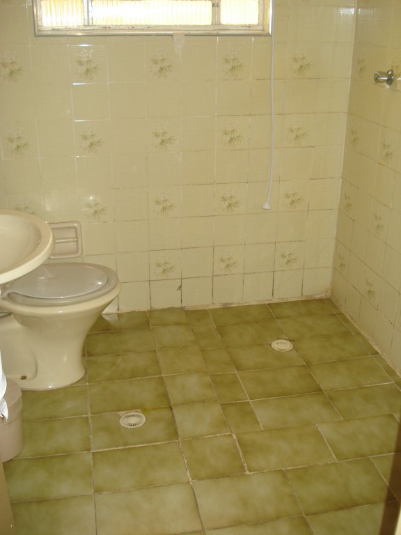WC social do casa geminada com 3 dormitórios em BOQUEIRÃO - PRAIA GRANDE