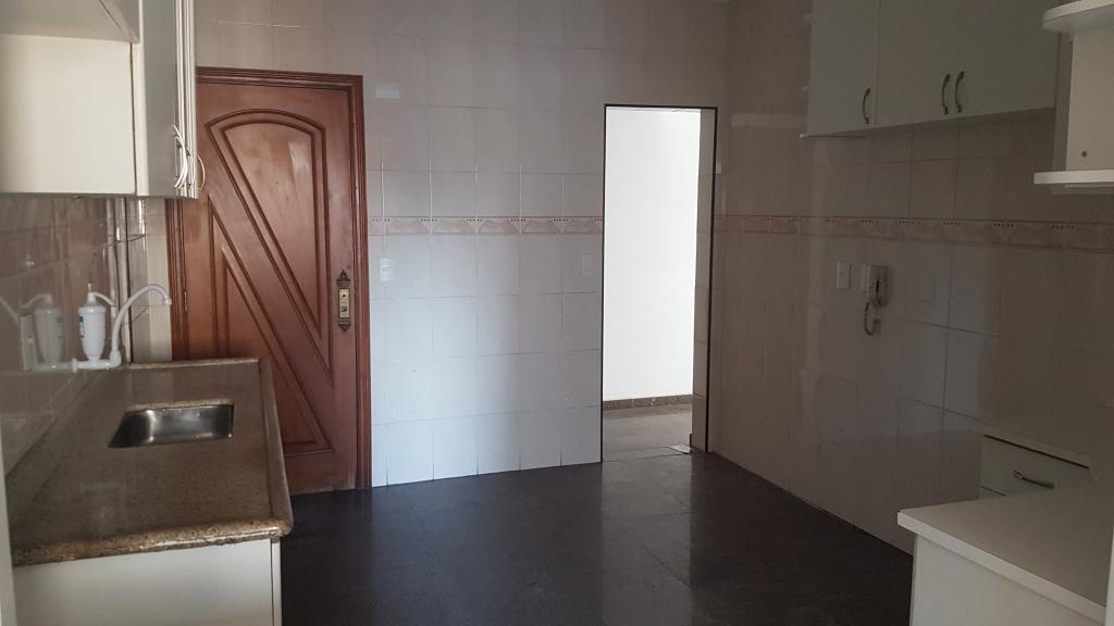 Cozinha ang 02 do apartamento com 4 dormitórios em CANTO DO FORTE - PRAIA GRANDE