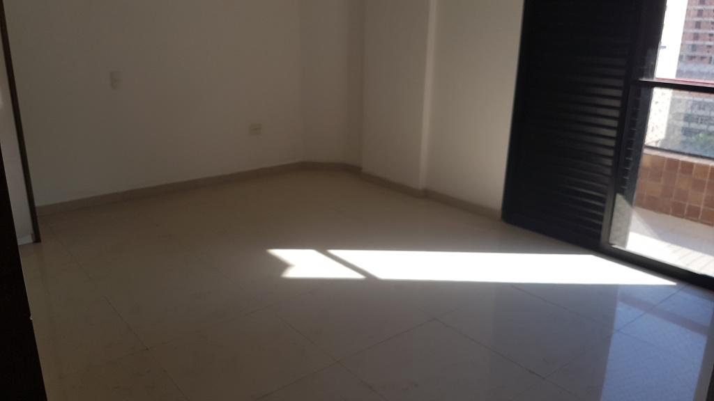 Suíte 02 do apartamento com 4 dormitórios em CANTO DO FORTE - PRAIA GRANDE
