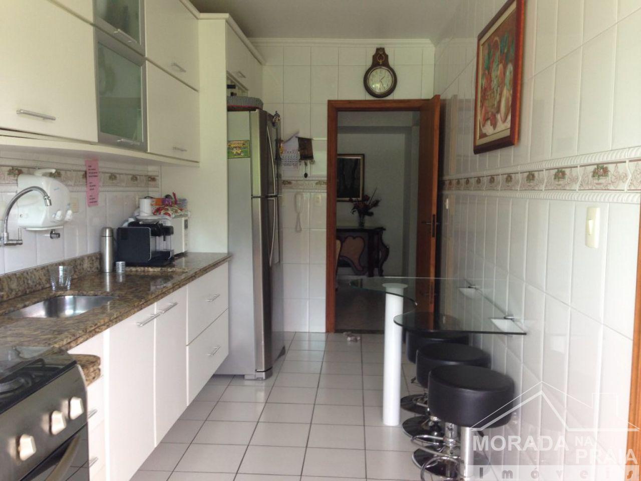 COZINHA do apartamento com 4 dormitórios em CANTO DO FORTE - PRAIA GRANDE