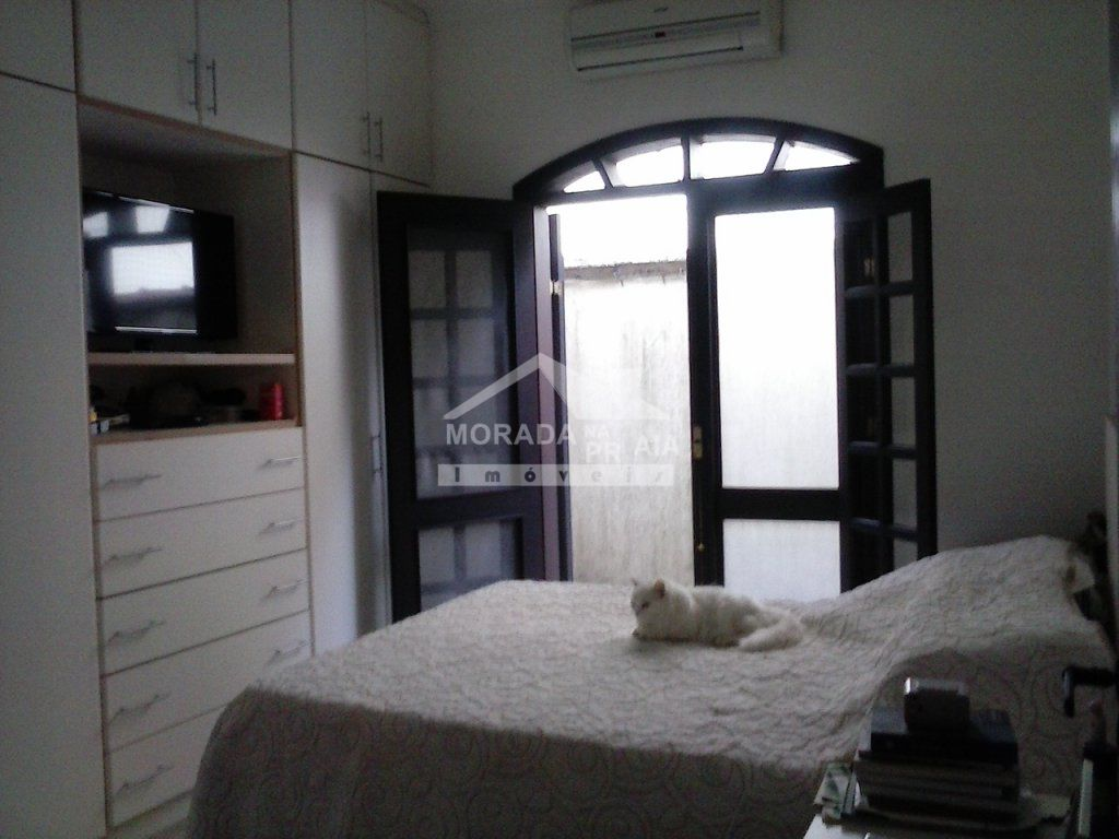 Suíte do casa isolada com 3 dormitórios em CANTO DO FORTE - PRAIA GRANDE