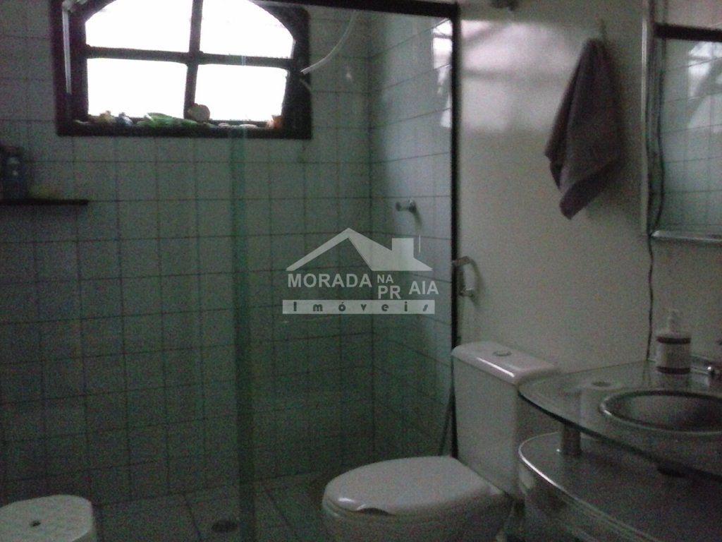WC Suíte do casa isolada com 3 dormitórios em CANTO DO FORTE - PRAIA GRANDE