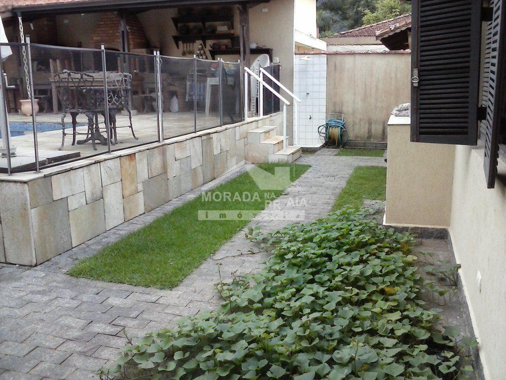 Fundos  do casa isolada com 3 dormitórios em CANTO DO FORTE - PRAIA GRANDE