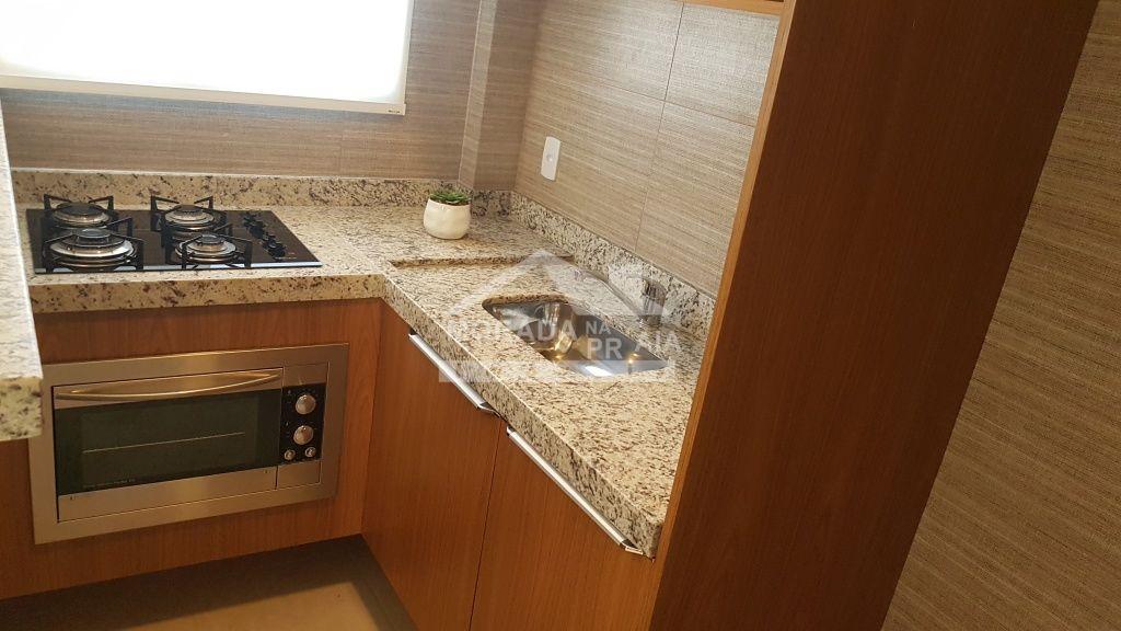 Cozinha do salão de festas ang do apartamento com 1 dormitórios em CANTO DO FORTE - PRAIA GRANDE