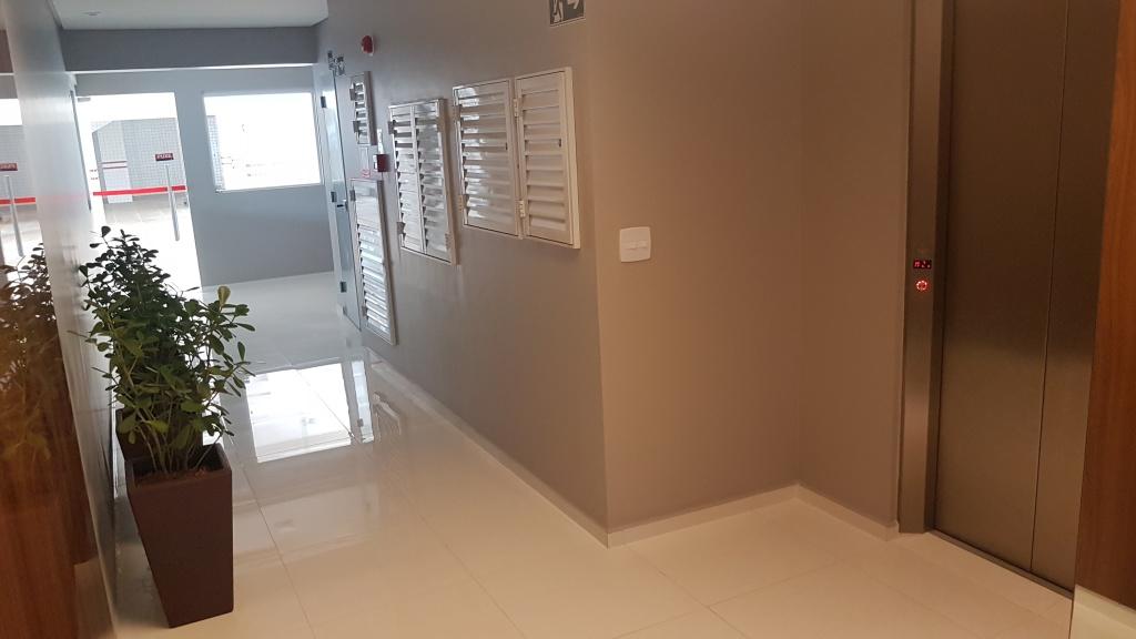 Hall de entrada ang 02 do apartamento com 1 dormitórios em CANTO DO FORTE - PRAIA GRANDE