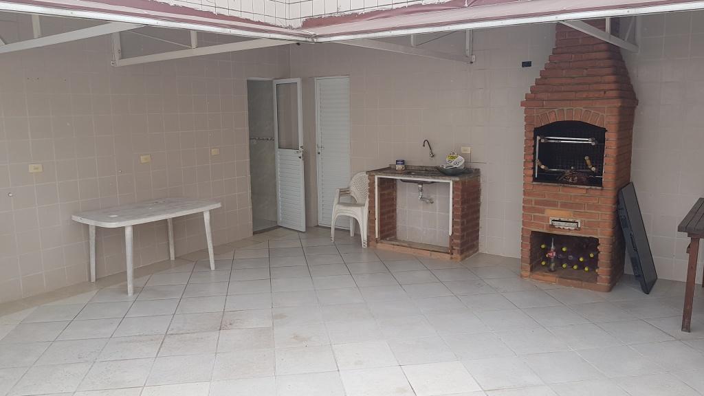 Churrasqueira e pia do cobertura com 2 dormitórios em MIRIM - PRAIA GRANDE
