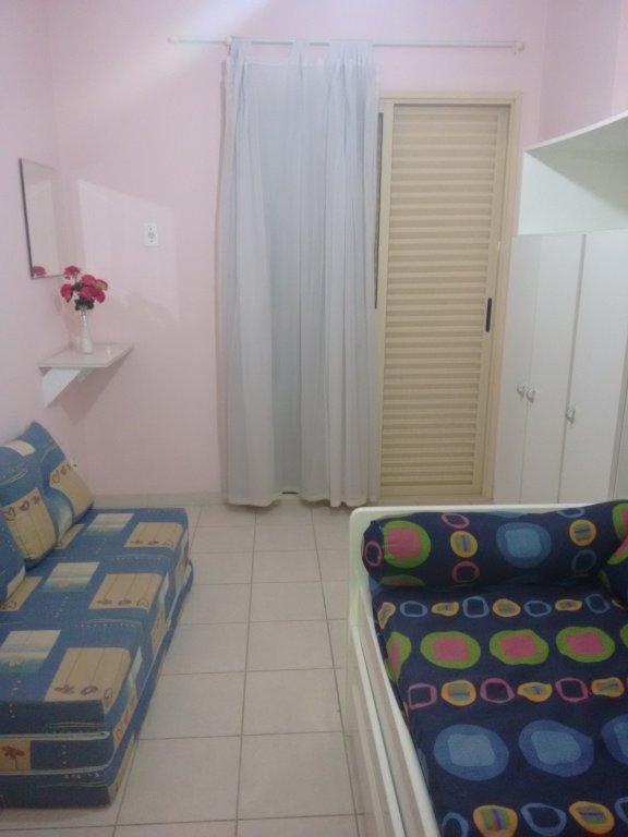 Dormitório ang 1 do apartamento com 2 dormitórios em CANTO DO FORTE - PRAIA GRANDE